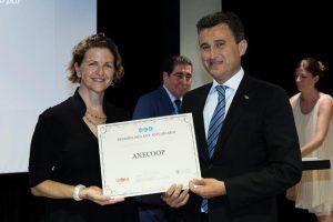 elena-cebrian-consellera-agricultura-entrega-premio-a-alejandro-monzon-presidente-anecoop
